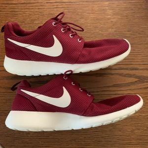 Nike Maroon& White Roshe Sneakers